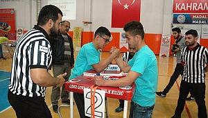 Kahramanmaraş'ta Genç Erkekler Bilek Güreşi Şampiyonası