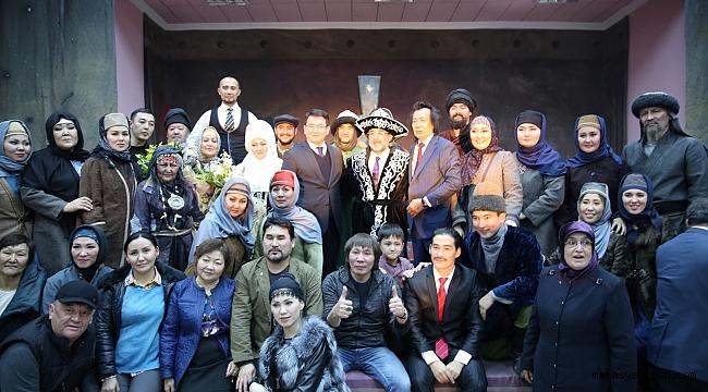 Kazak Tiyatro Ekibi' Türkiye'de İlk Defa Afşin'de Sahne Aldı
