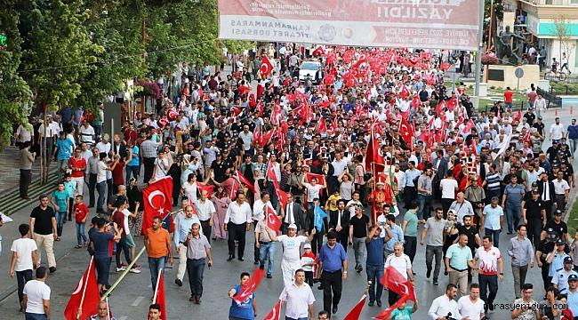 KAHRAMANMARAŞ'TA BİNLER DEMOKRASİ MEYDANI'NDA BULUŞTU