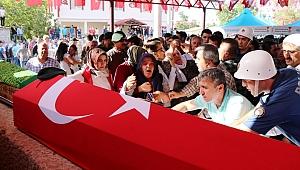 ŞEHİT POLİS, ACI HABERİYLE ÖLEN BABAANNESİYLE SON YOLCULUĞUNA UĞURLANDI