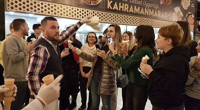 AVRUPALI ÖĞRENCİLERE DONDURMA ŞOV!