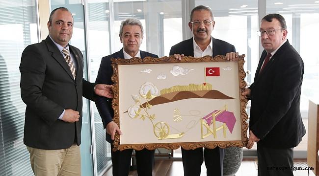 MEHMETÇİK VAKFI'NDAN M. HANEFİ ÖKSÜZ'E PLAKET