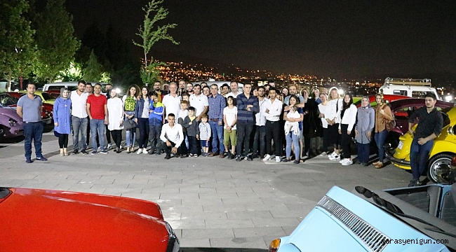 KLASİK OTOMOBİLLERDEN 19 MAYIS KORTEJİ