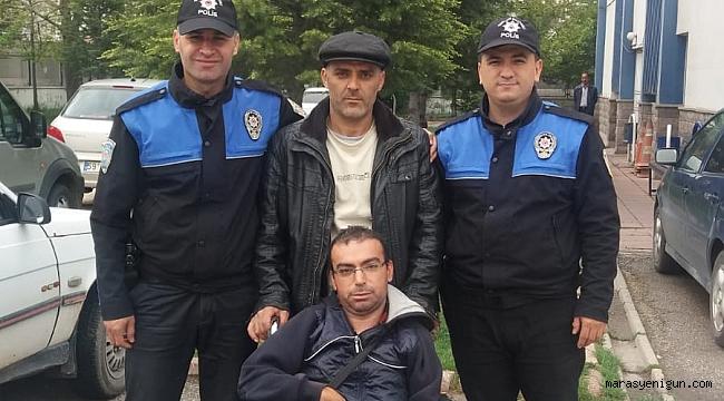 POLİSTEN ENGELLİ VATANDAŞA TEKERLEKLİ SANDALYE HEDİYESİ