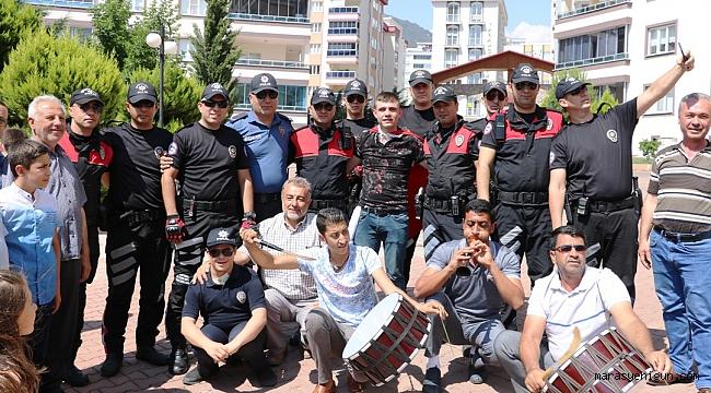 POLİS ASKER EĞLENCESİNE KONVOYLA GELDİ, GÖRENLER ŞAŞIRDI