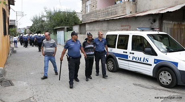 KAHRAMANMARAŞ'TA İKİ AİLE ARASINDA KAVGA: 2'Sİ POLİS 3 YARALI