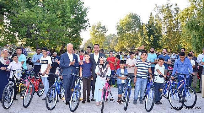ELBİSTAN BELEDİYESİ'NDEN 100 ÇOCUĞA BİSİKLET