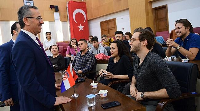 Başkan Güngör, Yabancı Öğrencilerle Buluştu