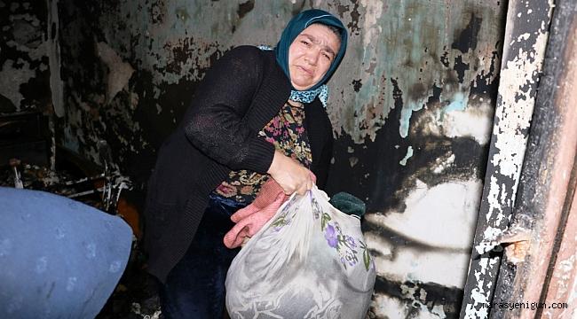 Evi Yanan Kadın Eşyalarını Gözyaşları İçinde Topladı