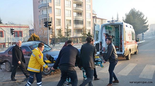 Hafif Ticari Araçla Çarpışan Otomobil Refüje Çıktı: 1 Yaralı