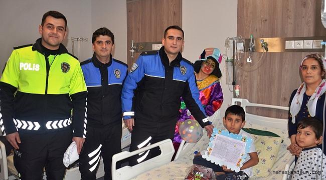 Hastanede Tedavi Gören Öğrencilere Polisten Karne Sürprizi