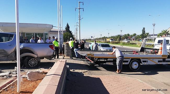 Kahramanmaraş'ta Kamyonet İle Otomobil Çarpıştı: 3 Yaralı