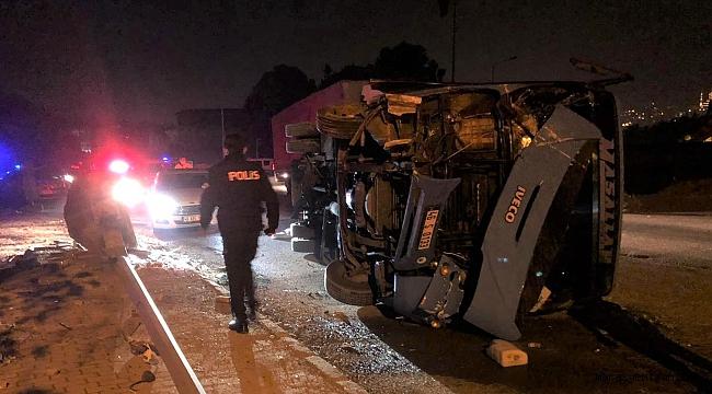 Çaldıkları Minibüs İle Kaza Yaptılar