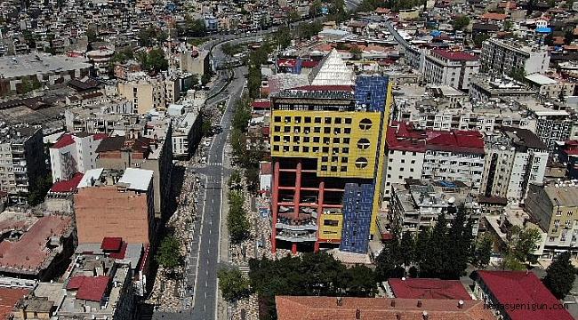 Dünyanın En Saçma Binası'ndan Kaçış Başladı