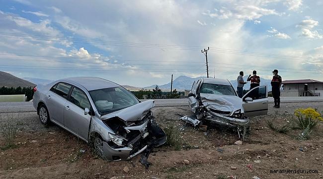 Kahramanmaraş'ta İki Otomobil Kafa Kafaya Çarpıştı: 5 Yaralı