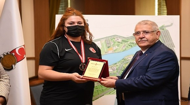 Başkan Mahçiçek'ten milli halterciye hediye