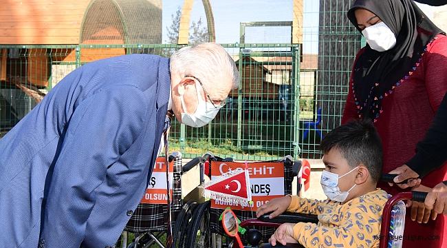 """Başkan Mahçiçek, Expo Alanında Engelli Bireylere """"Yüzünüz Gülsün"""" Dedi"""