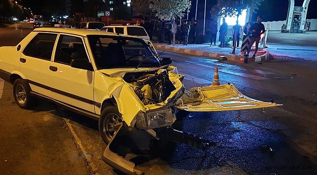 Kahramanmaraş'ta İki Otomobil Kafa Kafaya Çarpıştı: 3 Yaralı