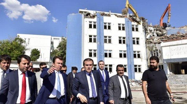 Başkan Erkoç yıkım çalışmalarını inceledi